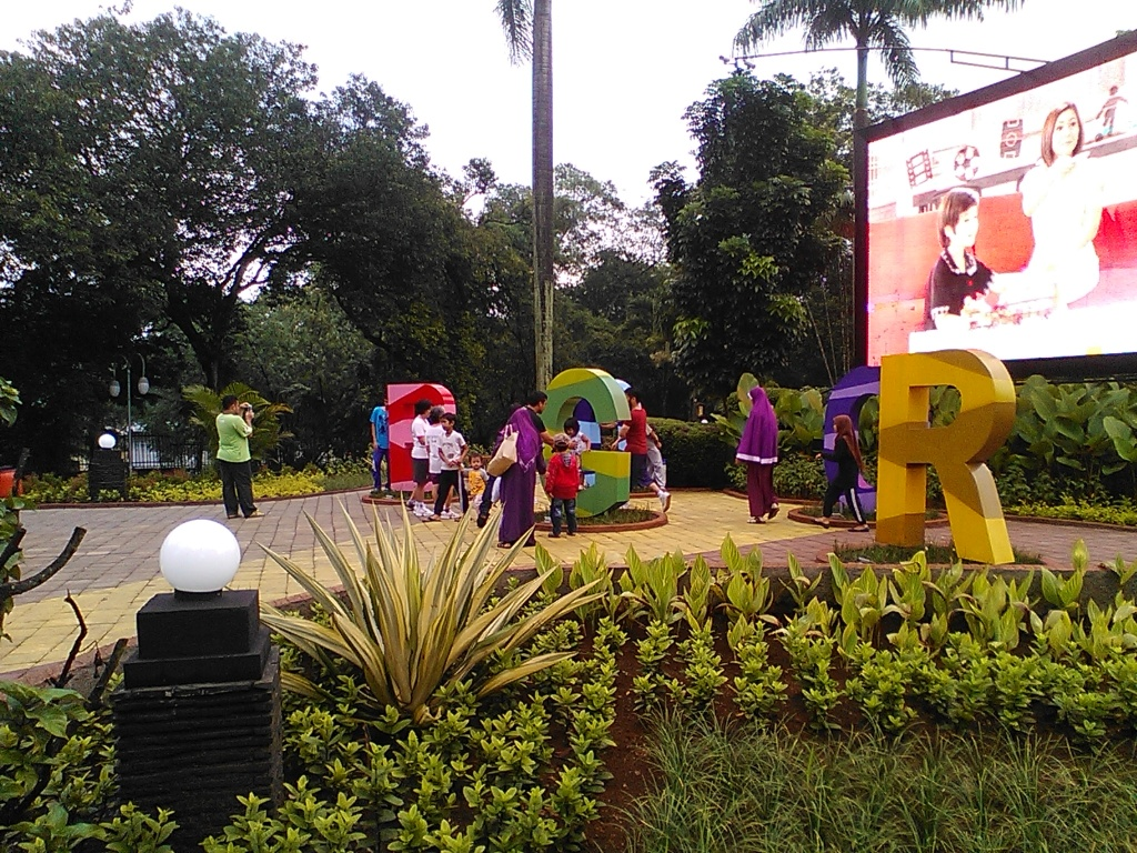Landmark baru di Kota Bogor, terletak di Jl. Pajajaran sebelum menikung ke Jl. Jalak Harupat