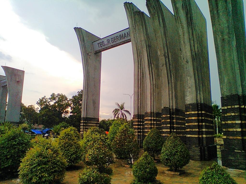 Gapura menuju Kabupaten Bogor, di sebelah Cibinong City Mall
