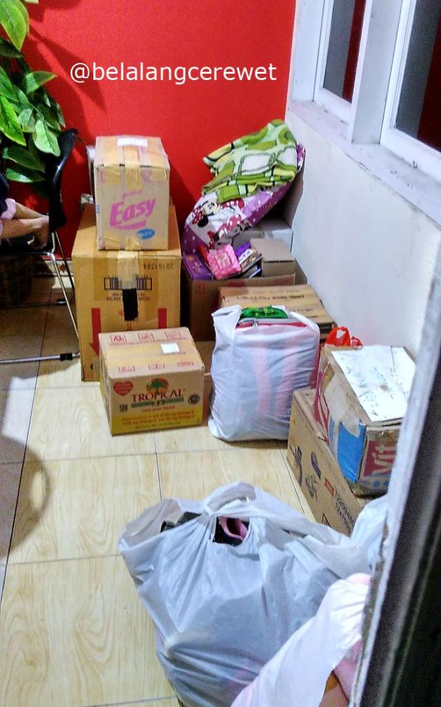 Pakaian, tas sekolah, mainan, buku, dll. tiba di Meranti.