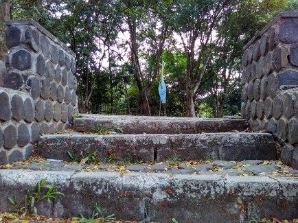 Jalan setapak dari Plasa Kampus IPB Dramaga