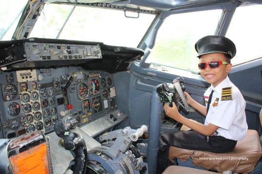 Jadi pilot di objek wisata daerah