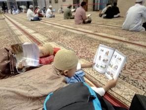 Baca buku sebelum tidur